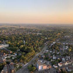 Blick auf den Moerser Stadtpark aus dem Ballon